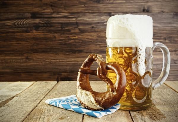 oktoberfest münchen 2014 bayerischer flag bretzel maß bier