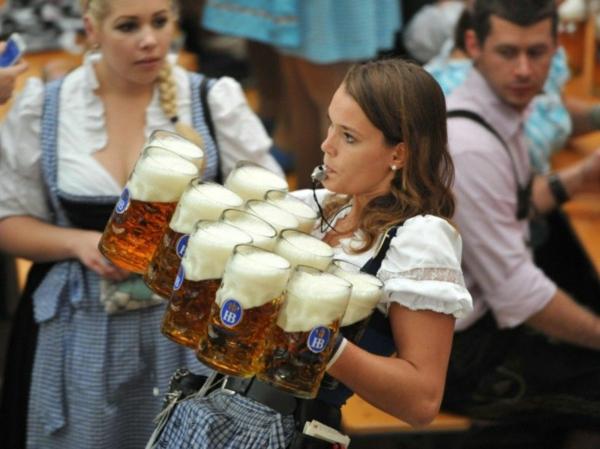 oktoberfest münchen 2014 bierfest kelnerin am dienst