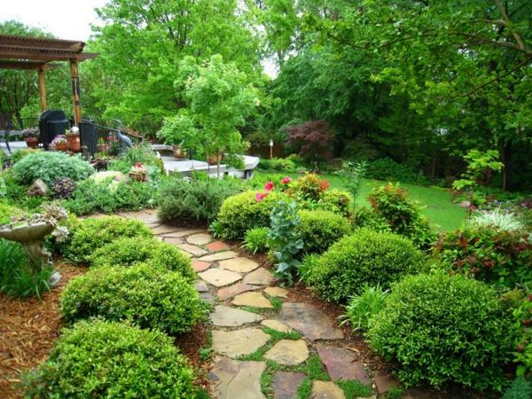 Gartengestaltung mit Steinen und Kies pfad