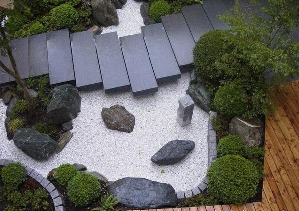 patio japanisch zen garten anlegen grüne pflanzen