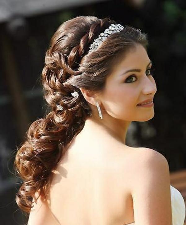 Brautschmuck haare mit schleier  Brautfrisur halboffen - kommen Sie mit Stil unter die Haube!