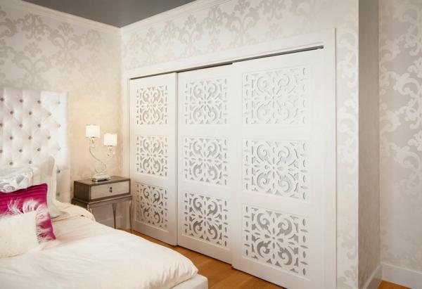 schlafzimmer kleiderschrank mit schiebetüren weiß polsterbett
