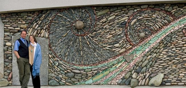 steinwand kunstwerk von andreas kunert naomi zettl