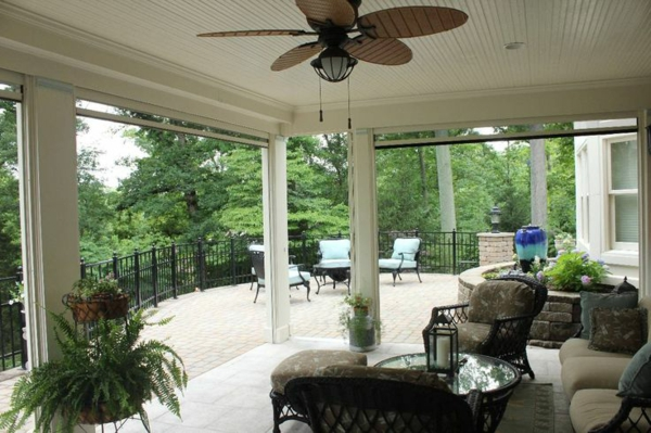 terrassengestaltung ideen balkonpflanzen rattanmöbel sommerhaus