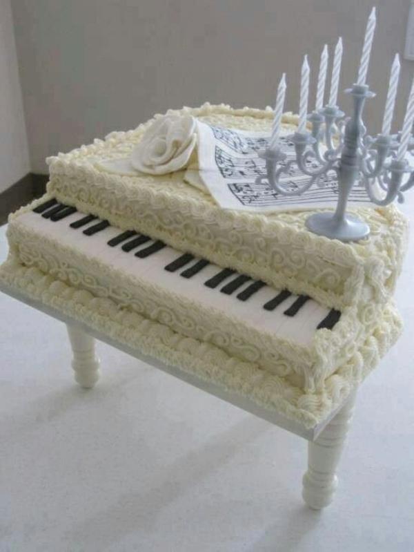 tolle-torten-hochzeit-geburtstag-musik-weiß-piano