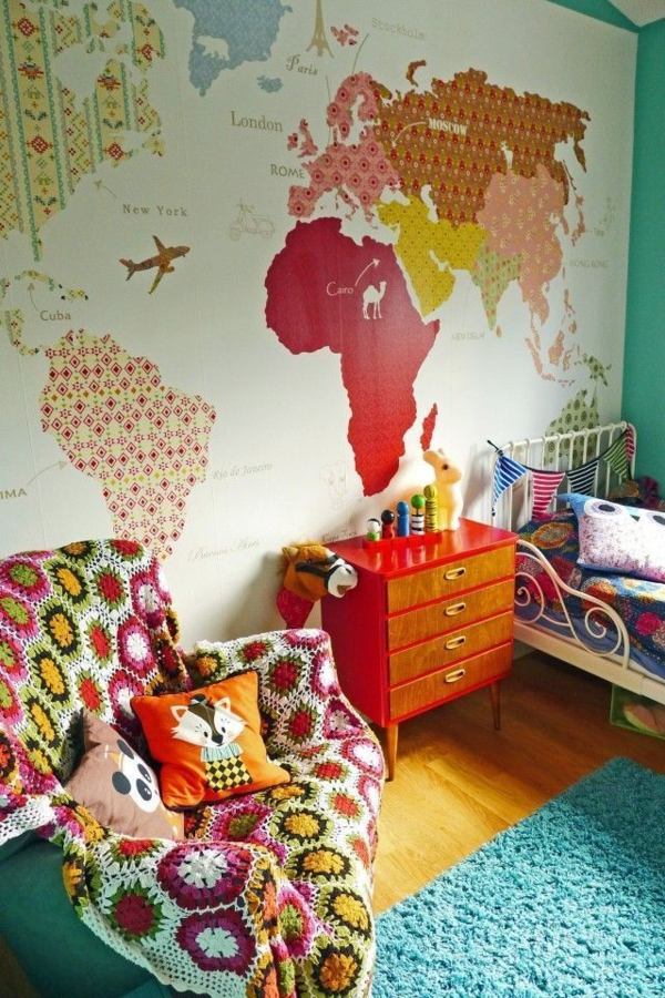 wandgestaltung kinderzimmer gestalten weltkarte bett sessel kommode
