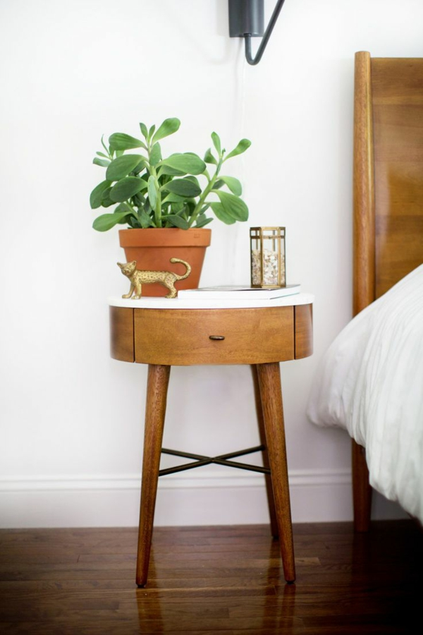 zimmergrünpflanzen bestimmen topfpflanze nachttisch deko ideen grüne zimmerpflanzen