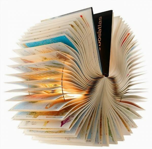 Alte Bücher hängend Lampenschirme originell