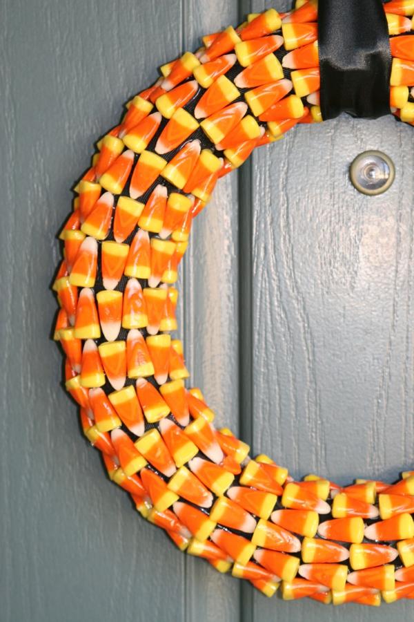 Bastelideen glanzvoll Halloween Türkranz gelb orange