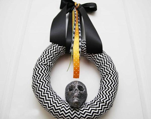 Bastelideen für Halloween Türkranz schwarz gruselig