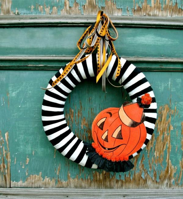 Bastelideen fröhlich kürbis Halloween Türkranz streifen schwarz weiß