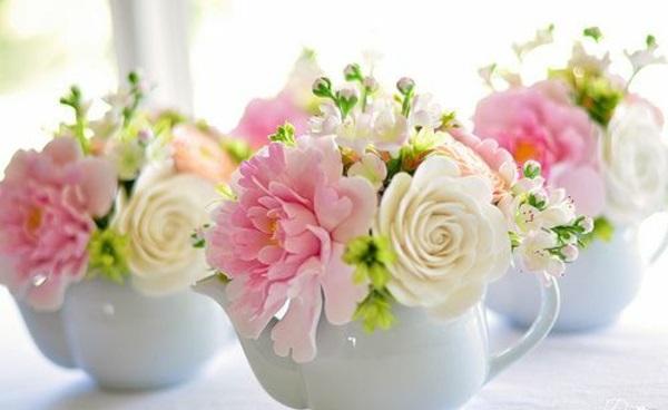 Blumengestecke keramisch schalen schöne Blumenstäuße