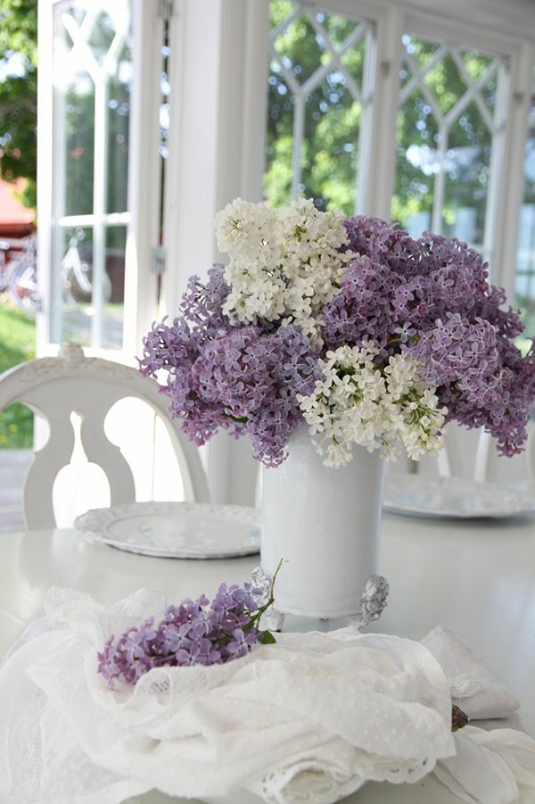 Blumengestecke und schöne Blumensträuße lila aroma