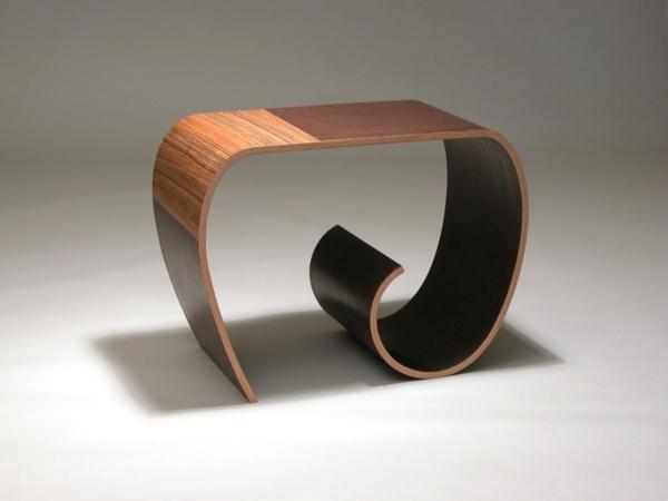 Coole Designermöbel aus Holz binden einen Knoten mit Stil