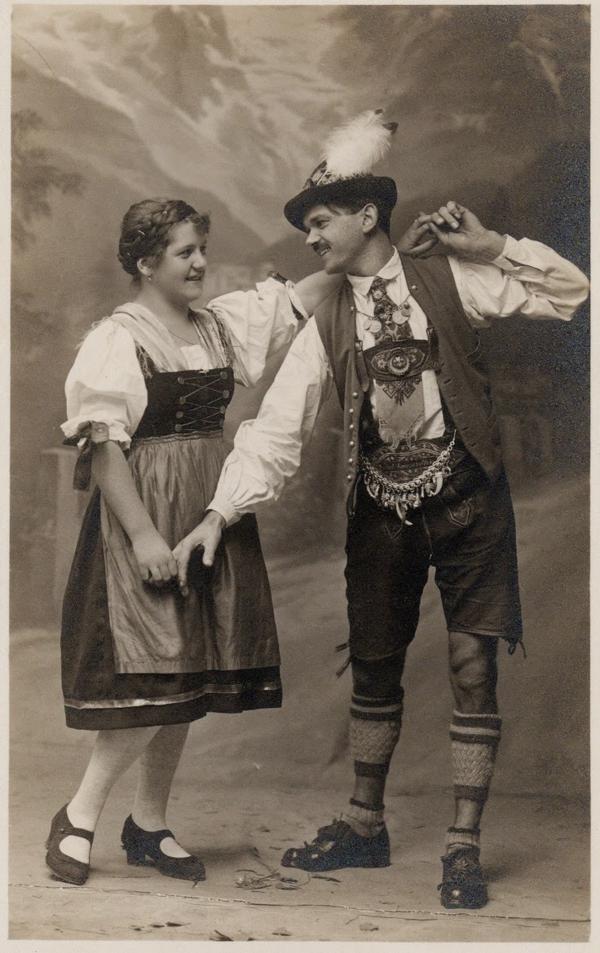 Dirndl Frisuren ehepaar tanzen