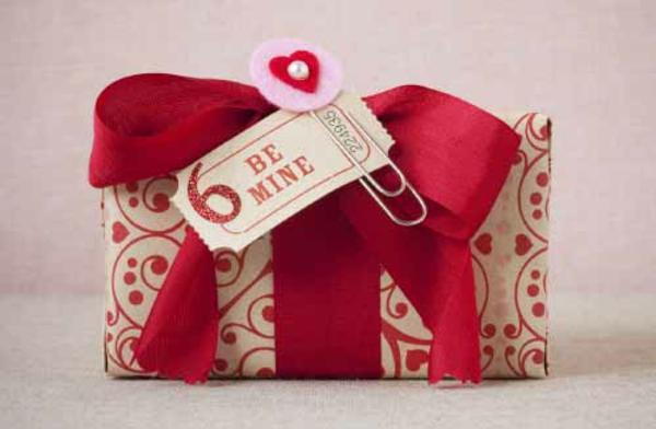 Geschenke originell verpacken lustig kreativ samt rot