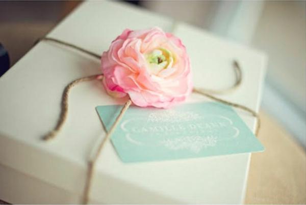 Geschenke verpacken rose niedlich