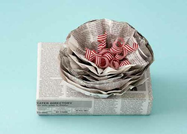 blume schleife Geschenke originell verpacken zeitungen