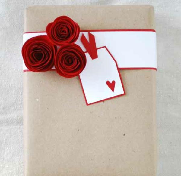vorhandene materialien Geschenke verpacken simpel ländlich