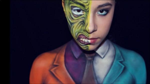 Gesicht grün Halloween bemalen kunstvoll