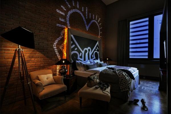 Graffiti art Wand stehlampe ziegel Hause dunkel