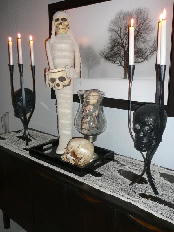Halloween Deko mumie gemälde Ideen kerzen figuren