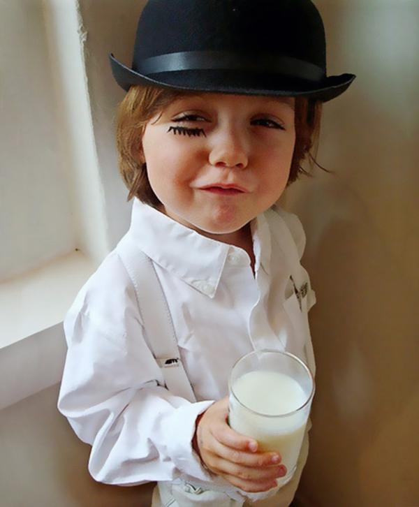 Halloween Kinderkostüme designs festlich milch trinken