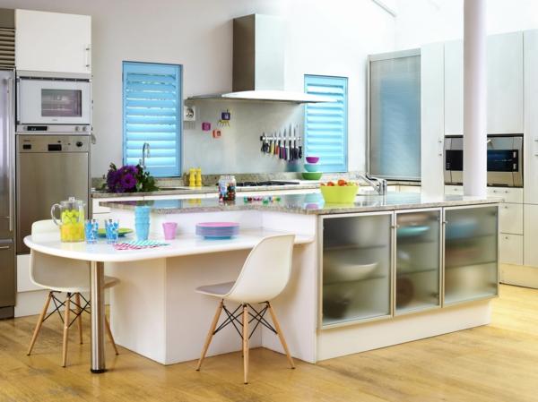 Küchenzubehör und Küchengeräte regale esstisch