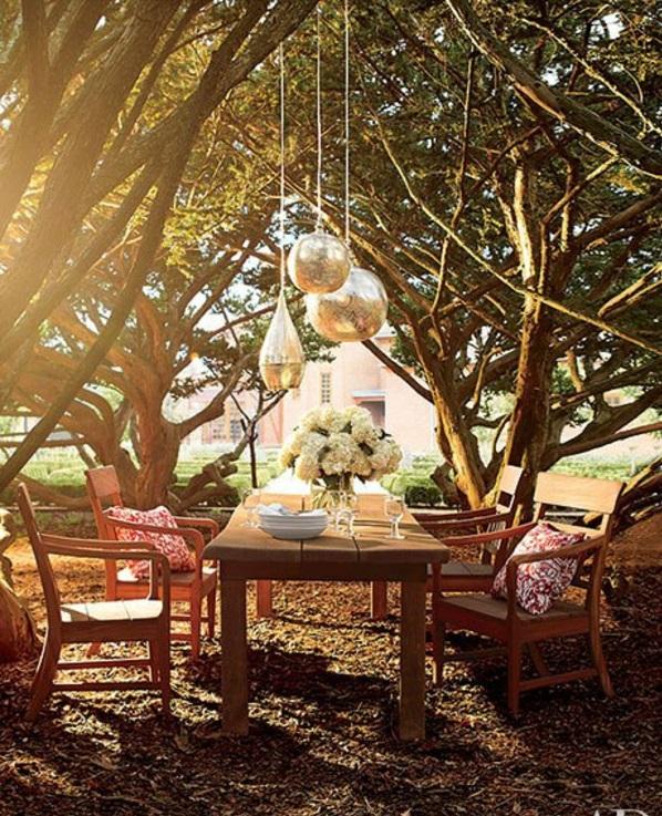 Loungemöbel im Garten gemütlich bäume