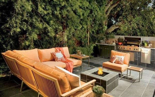 Loungemöbel im Garten holz stück