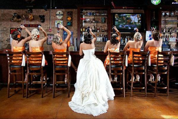 Lustige bar trinken Hochzeitsfotos Ideen brautkleid