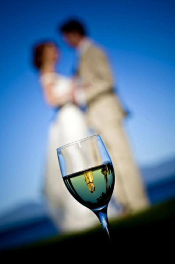 Lustige Hochzeitsfotos Ideen glas sekt