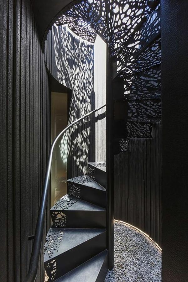 Moderne natur Innentreppen aus Holz Stahl eng