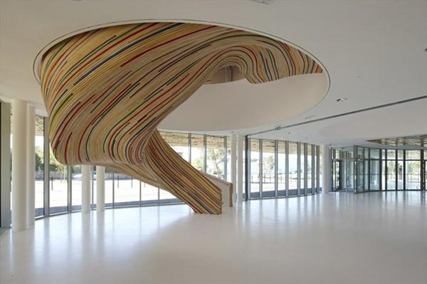 art Innentreppen aus Holz stahl bunt