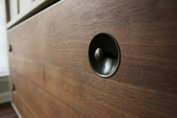 Moderne Wohnzimmerschränke  Sideboards aus Birkenholz dunkel