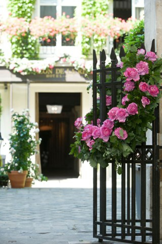 Pavillon de la Reine eingang Place des Vosges romantisches hotel paris