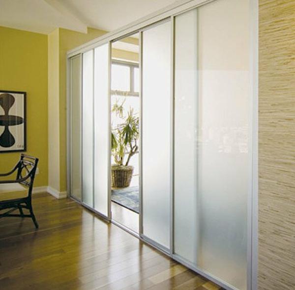 Schiebetüren als Raumteiler - mehr Privatheit in der kleinen Wohnung