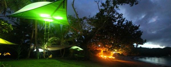 beeindruckendes camping zelt grünes licht nachts