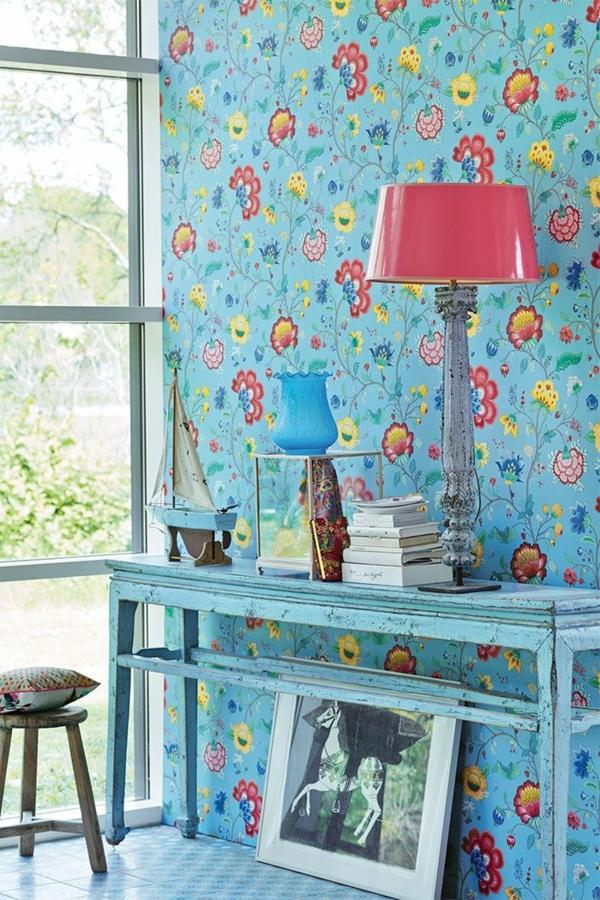 blaue wandtapeten tapetenmuster florale elemente blumenmuster bunt akzentfarben