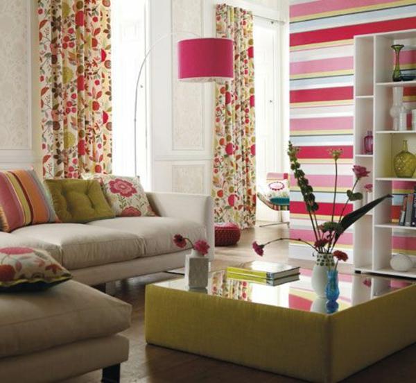 wohnzimmer blumenmuster gardinen dekokissen