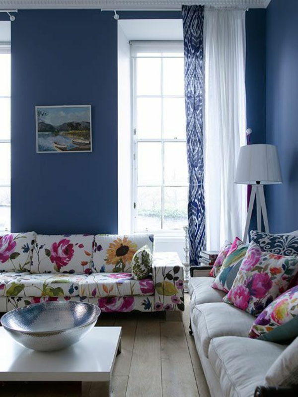 blumenmuster wohnzimmer möbel sofa dekokissen