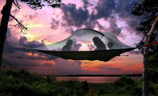 camping zelte design hängend auf die bäume