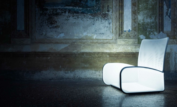 cooler-leuchtender-stuhl