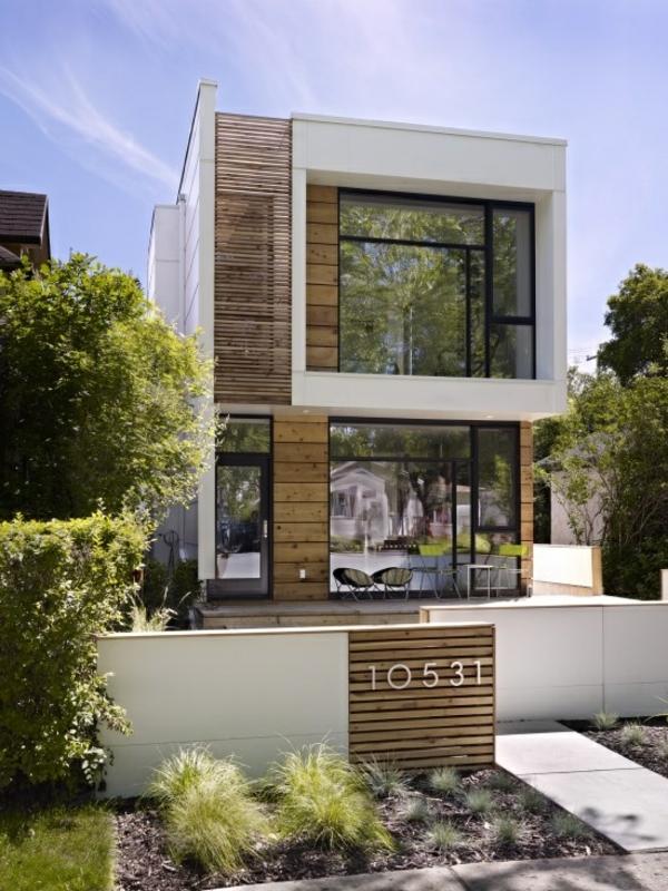 die fassade hausfassade weiß holz elemente zaun eingangsbereich holzpforte