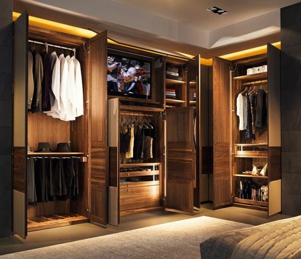 ein fernseher in der männer garderobe