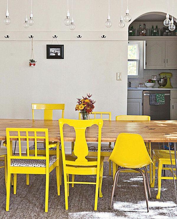esszimmer gestalten holz esstisch mit stühlen frabakzent gelb