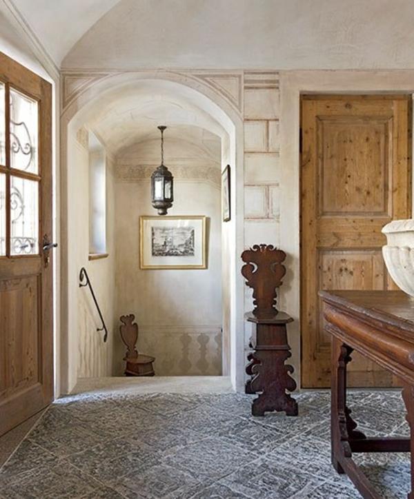 flur gestalten eingangsbereich antik möbel bodenfliesen stein holztür holzmöbel