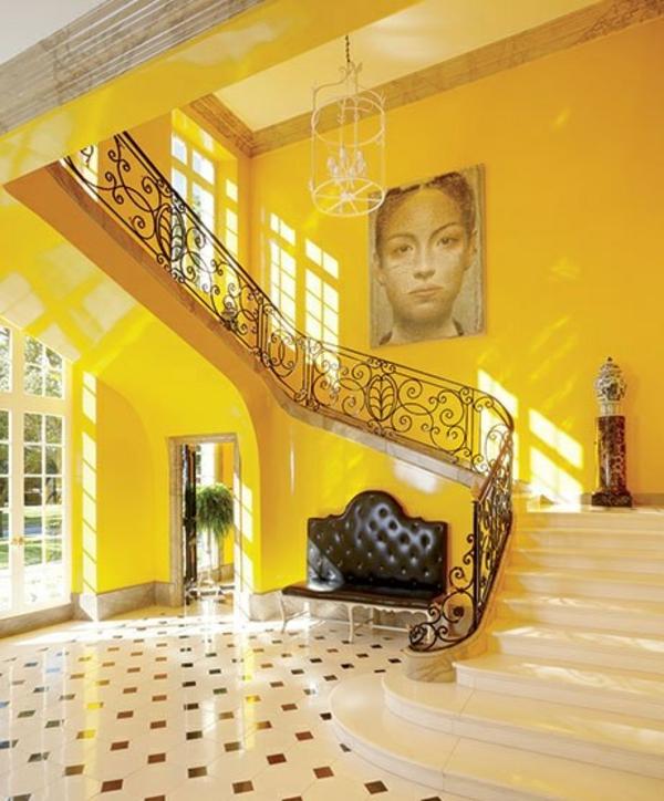flur gestalten eingangsbereich antik möbel sessel bodenfliesen wandfarbe gelb