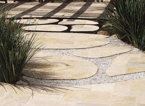 gartengestaltung ideen mit natürlichen materialien steine kies pflanzen gartenweg gestalten garten