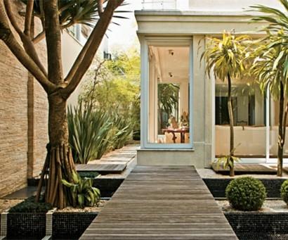 gartengestaltungsideen wunderbarer innenhof mit wasserspiegeln. Black Bedroom Furniture Sets. Home Design Ideas
